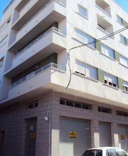 Locales comerciales en Maximiliano García Soriano. Elda