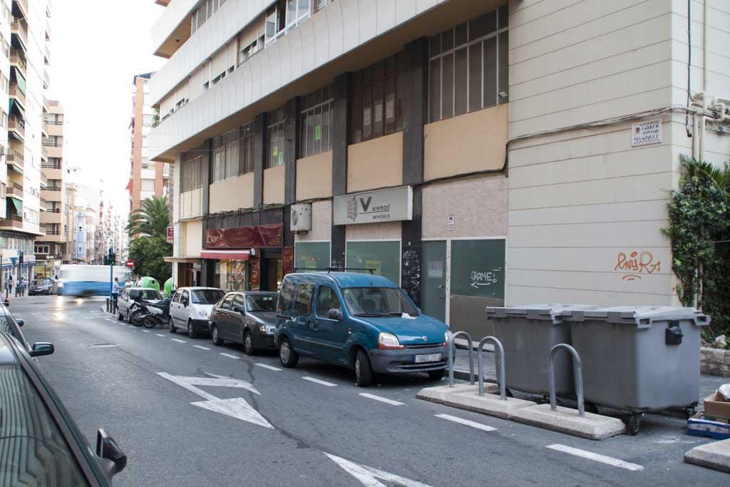 Local comercial en Pintor Velazquez - Alicante 02