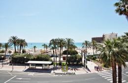 Piso en primera línea de la playa El Postiguet con fachada a dos calles
