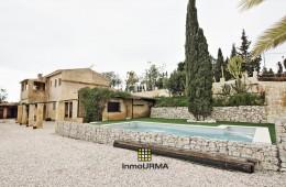 Chalet con piscina construido en parcela de 10000 m