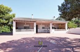 Casa de campo en parcela de 13.300 m²