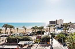 Piso frente a la playa de El Postiguet con fachada a dos calles