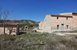 Casa de campo en terreno rústico en Partida Collao Almendro en Monóvar